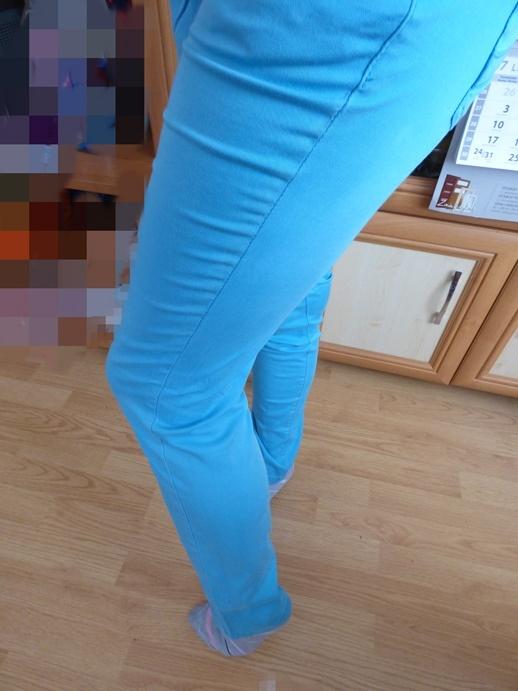niebieskie spodnie biodrówki
