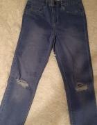jeansy new look z dziurami...