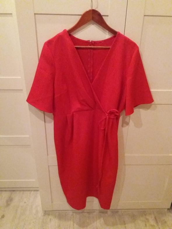 Czerwona sukienka kopertowa Asos 44
