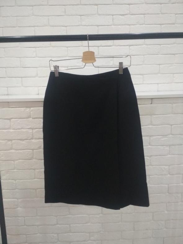 Czarna spódnica z zakładką 38...