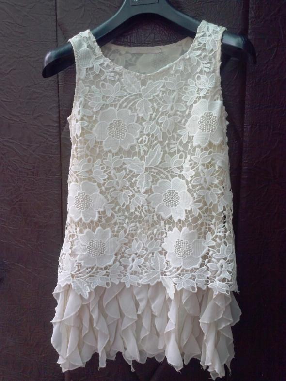 Koronkowa falbaniasta sukienka made in italy M