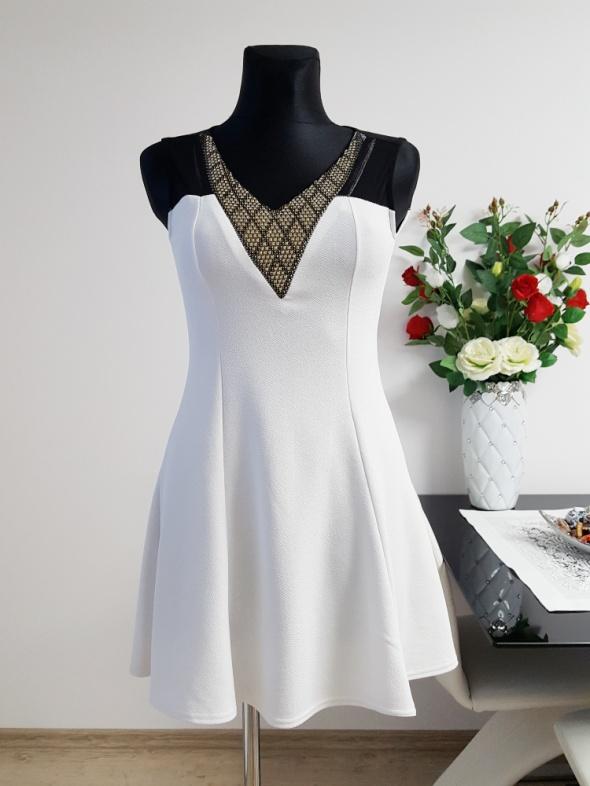 biało czarna sukienka zdobiona TU...