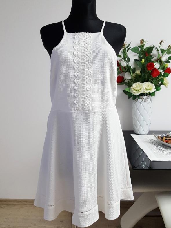 śniezno biała sukienka z koronką Atmosphere...