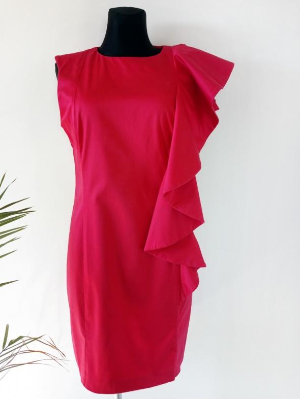 Oryginalna różowa sukienka z asymetryczną falbaną na wesele 42 44