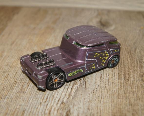 Zabawki Autka samochody resoraki Hot Wheels zestaw fioletowy czerwony