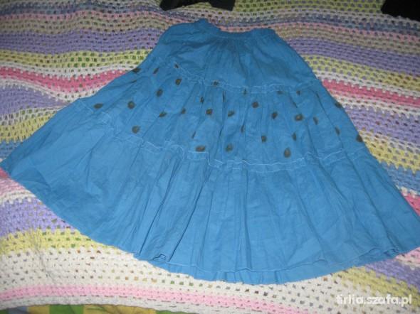niebieska spódnica w kropki