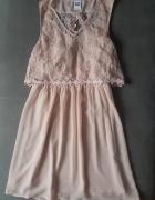 Sukienka z wyciętymi plecami...