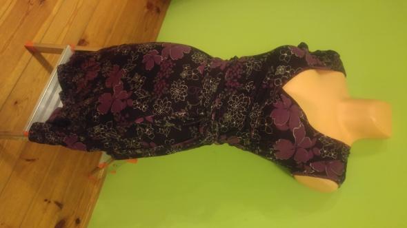Sukienka obcisła dekolt kwiaty...