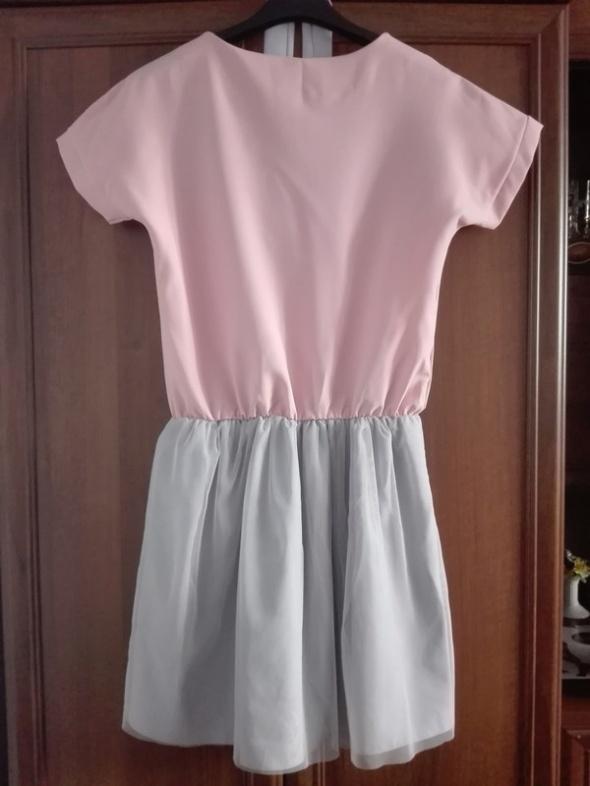 różowa szara sukienka rozkloszowana tiul oversize