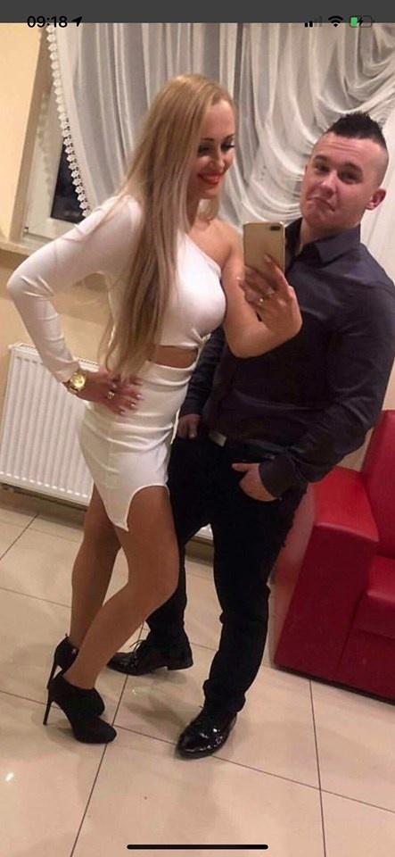 Sukienka biała sexi wycięcia rękaw...