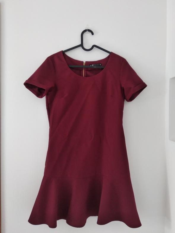 Bordowa sukienka
