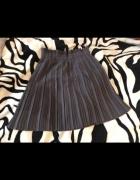 Szara plisowana spódnica...