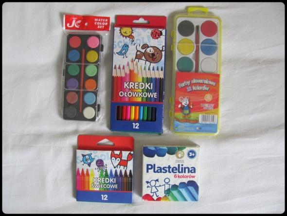 Zestaw dla małego artysty farby plastelina kredki NOWE
