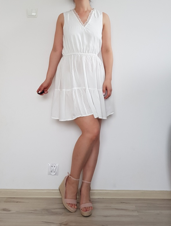 Biała krótka sukienka 38