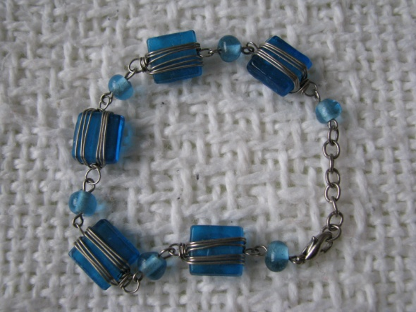Bransoletka niebieskie kamyki