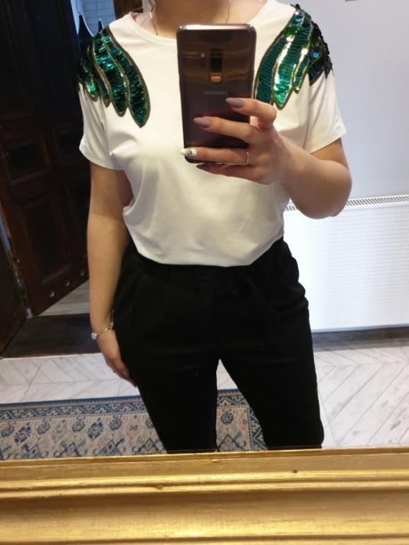 Biala bluzka oversize ze skrzydłami