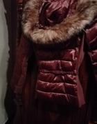 sliczna kurtka z kapturem w kolorze przygaszonego rozu...