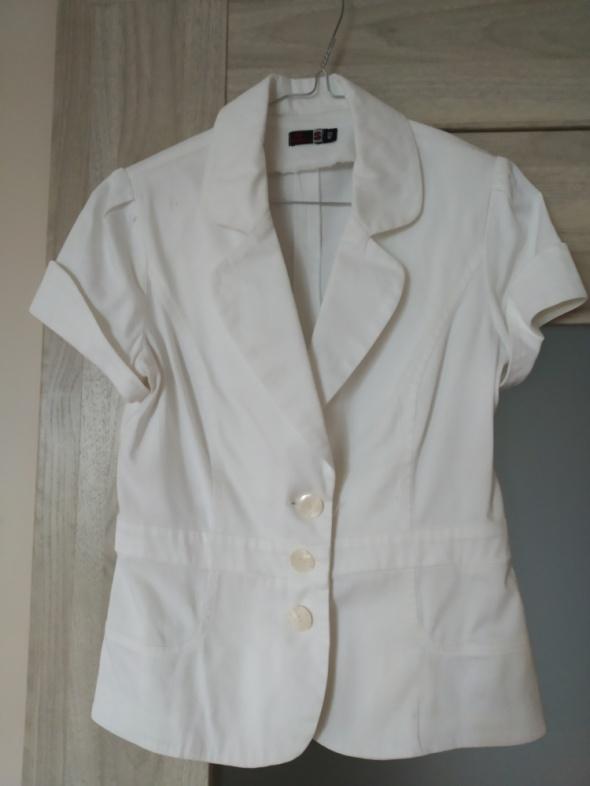 biały żakiet 38 40