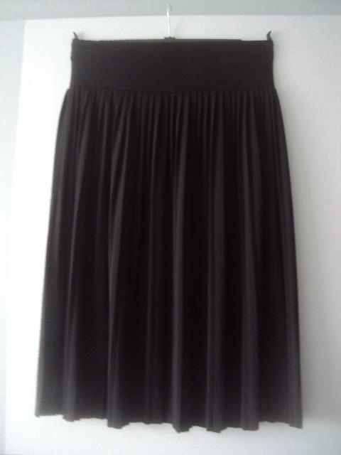 czarna ołowkowa spódnica