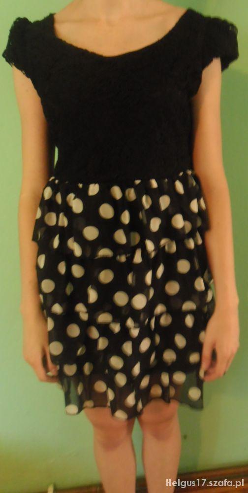 Koronkowa sukienka w grochy