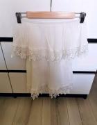 biała bluzka z koronką...