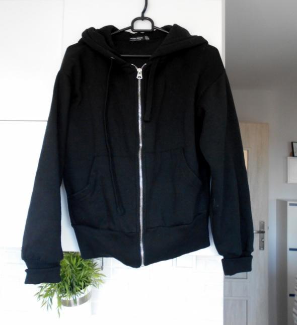 Bershka czarna bluza z kapturem klasyka minimalizm