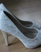 szpilki na wysokim obcasie buty ślubne białe kremowe koronkowe ...