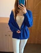 Kobaltowy sweter kardigan...