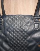 Duża czrna torebka na ramię