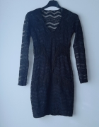 Czarna dopasowana sukienka bershka...