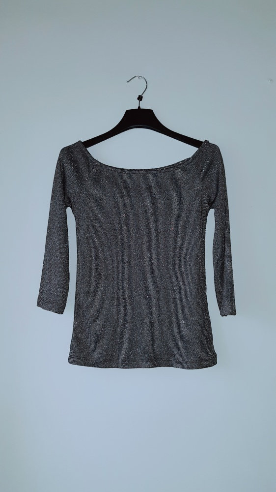 Idealna czarna świecąca bluzka