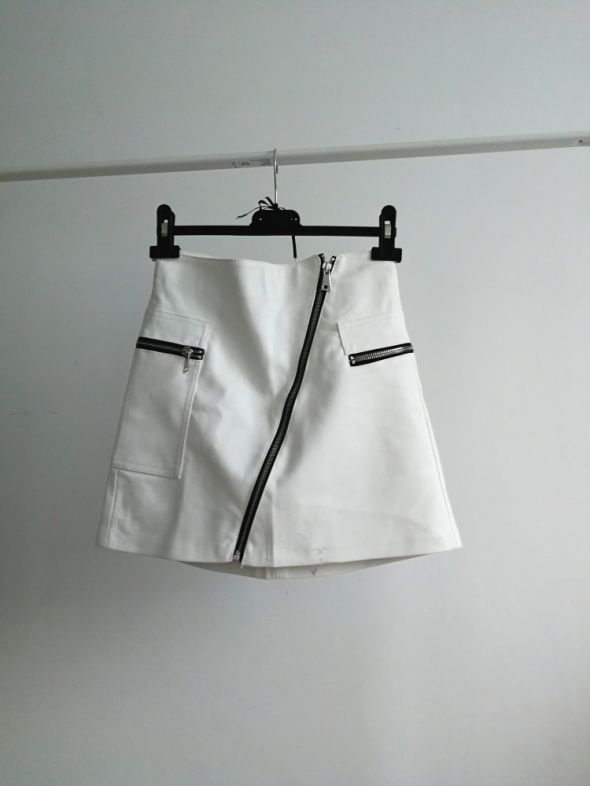 Biała Spódnica mini Bershka zamki eko skóra...