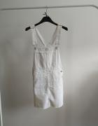 Białe ogrodniczki sukienka na szelkach xxs Bershka...