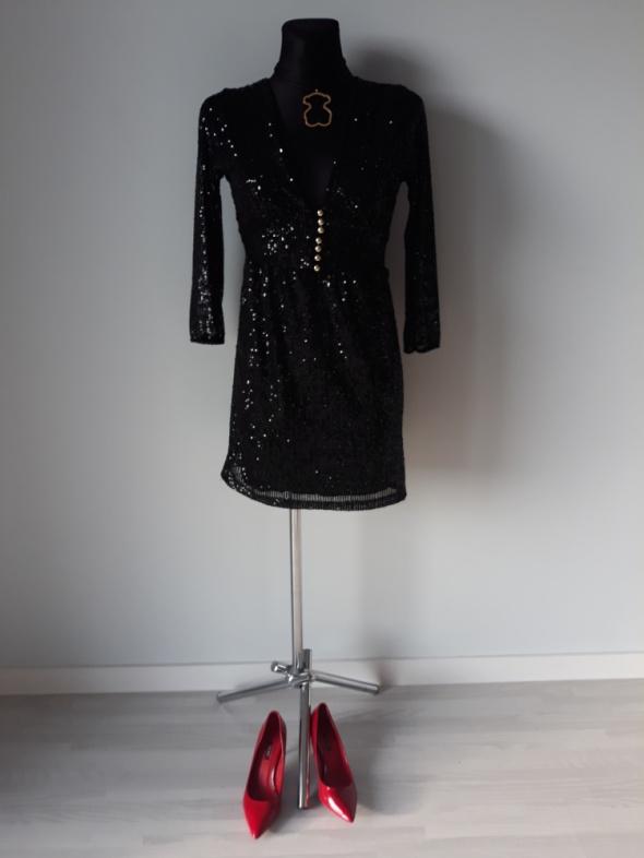 Mała czarna sukienka z cekinami