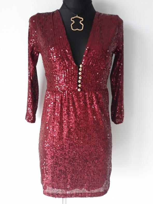 Burgundowa sukienka z cekinami