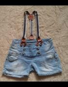 Oryginalne jeansowe spodenki na szelkach...