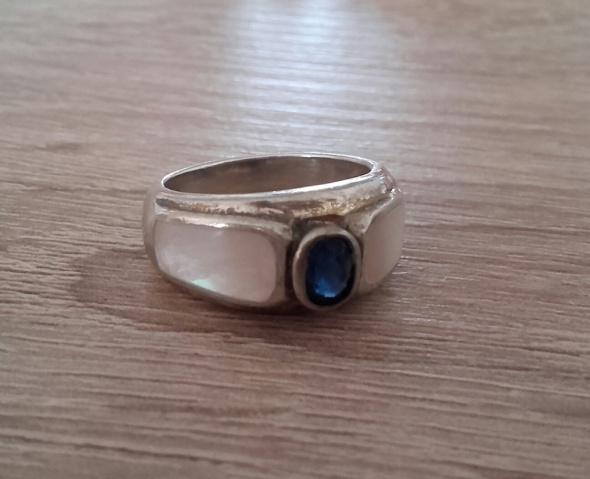 Stary srebrny pierścionek z masą perłową i szafirkiem srebro sygn