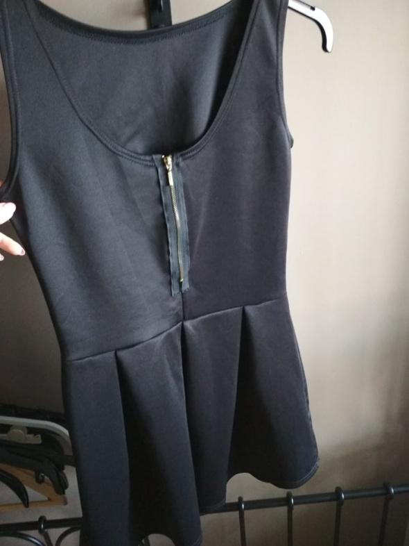Czarna sukienka rozkloszowana mini XS z zamkiem na plecach