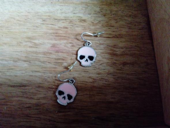 Urocze kolczyki różowe czaszeczki