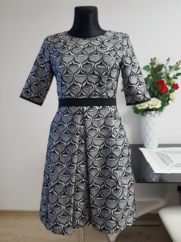 popielato czarna sukienka Koton