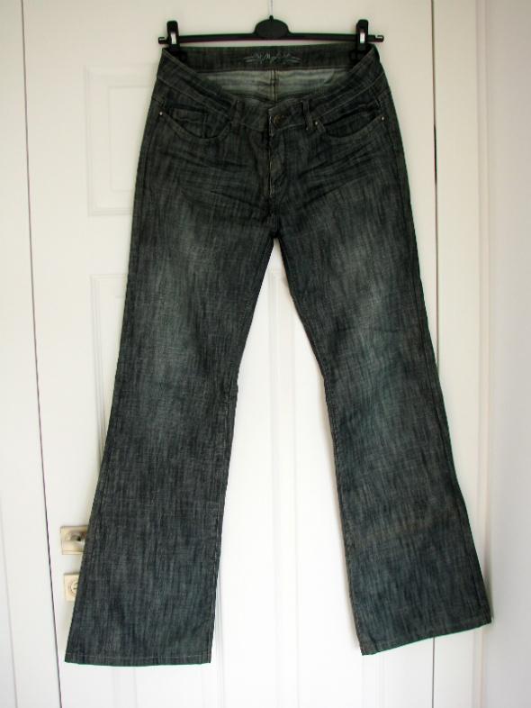 Szare jeansy dzwony z wyższym stanem L