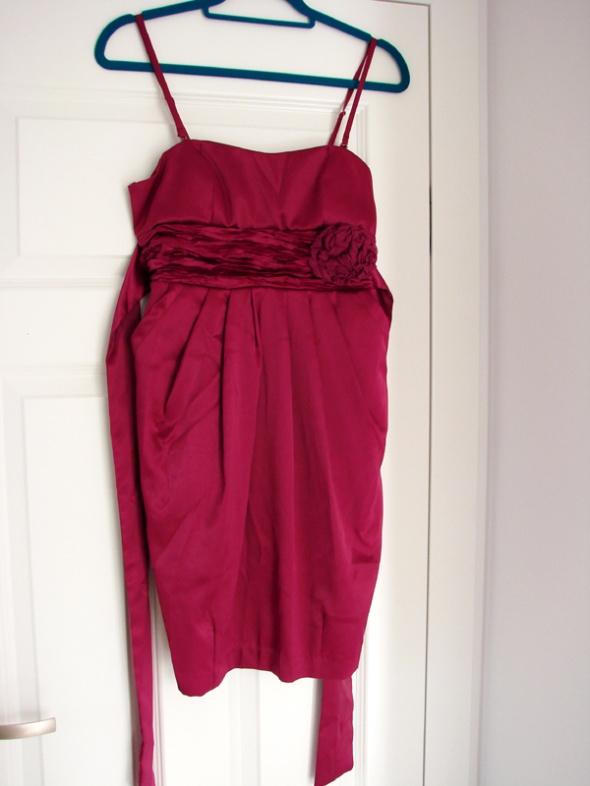 Fuksjowa sukienka na ramiączkach