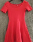 Czerwona rozkloszowa sukienka Divided by H&M...