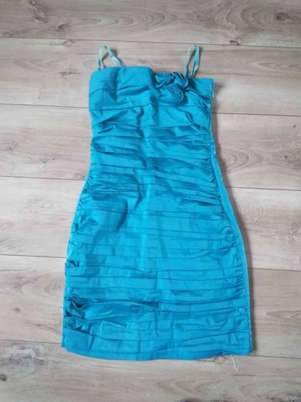 marszczona sukienka