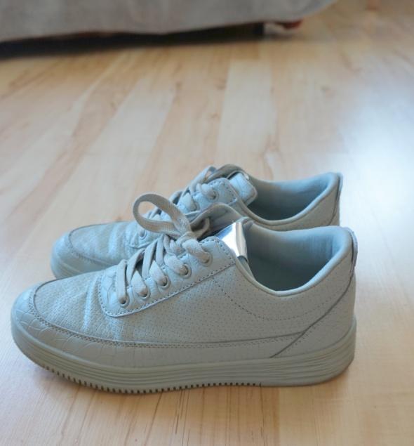 miętowe sneakersy...