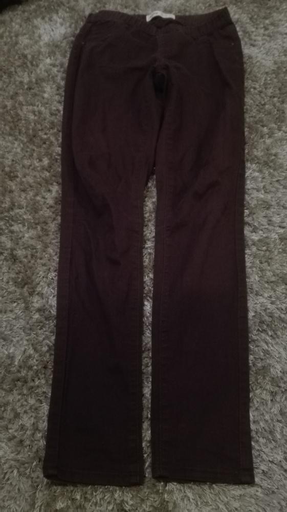 Bordowe spodnie na gumce