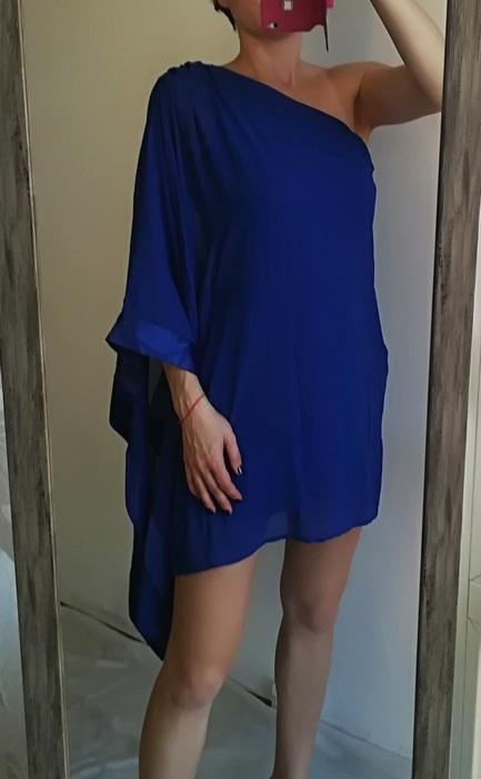 Lipsy kobaltowa sukienka peleryna M L