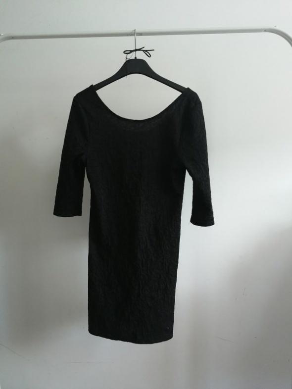 Zwykła czarna sukienka mini atmosphere...