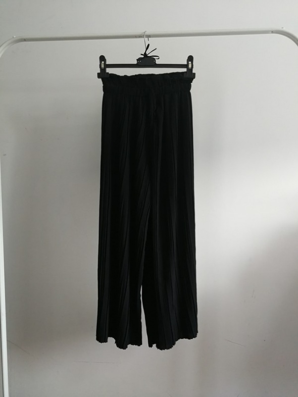 Spodnie plisowane czarne xs Bershka szerokie