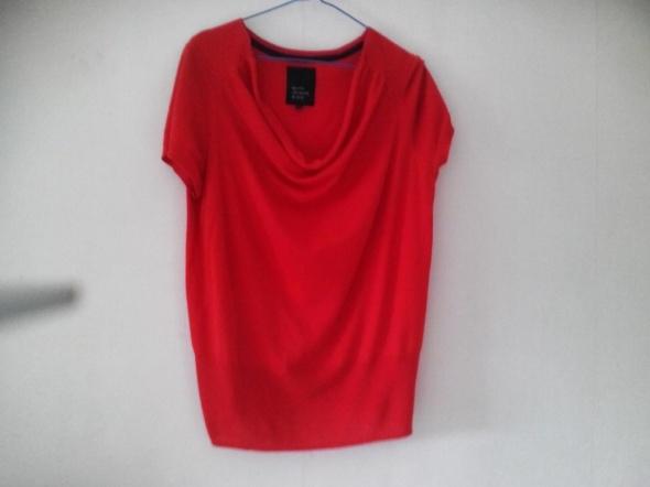 Czerwona sweterkowa